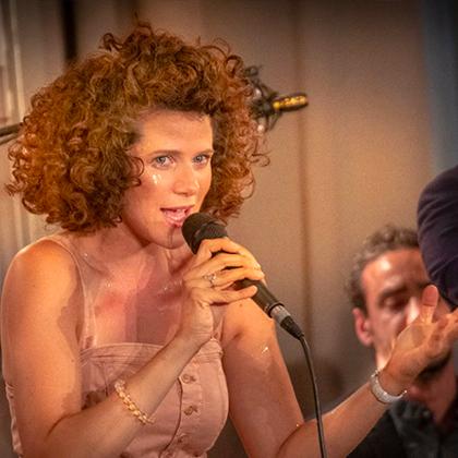 http://festivaljazzsaintgermainparis.com/wp-content/uploads/2014/01/Cyrille-Aimée-420x420_-1.jpg