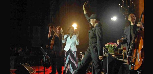 http://festivaljazzsaintgermainparis.com/wp-content/uploads/2014/01/deedee-festival-sli1.jpg