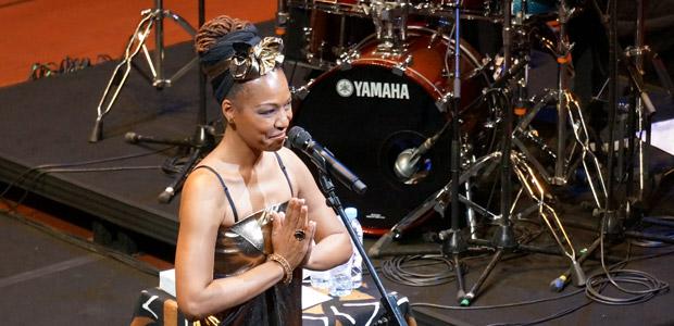 http://festivaljazzsaintgermainparis.com/wp-content/uploads/2014/01/lisa-simone-sli11.jpg