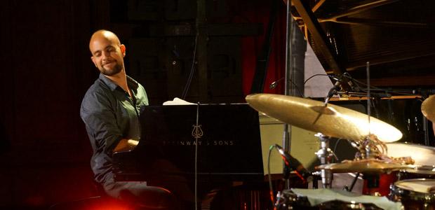 http://festivaljazzsaintgermainparis.com/wp-content/uploads/2014/01/shai-maestro-sli11.jpg